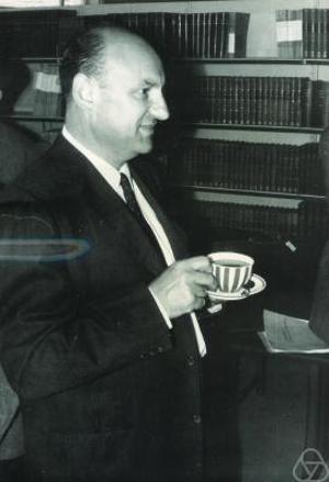 Pour les articles homonymes, voir Dvoretzky. Aryeh Dvoretzky 1962 Aryeh (A